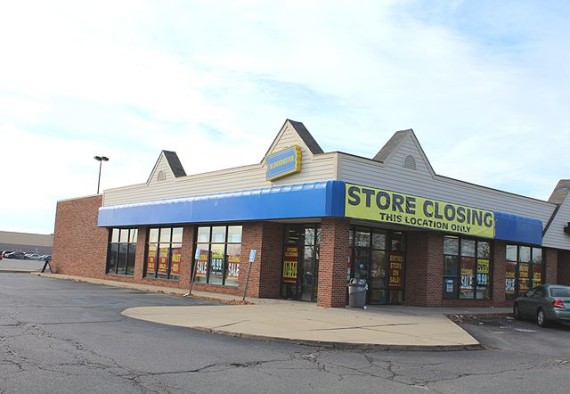 Blockbuster_Store_Closing,_Ypsilanti_Township,_Michigan